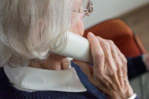 부모님의 건강이 걱정된다면 전화로 3 가지 물어 보자
